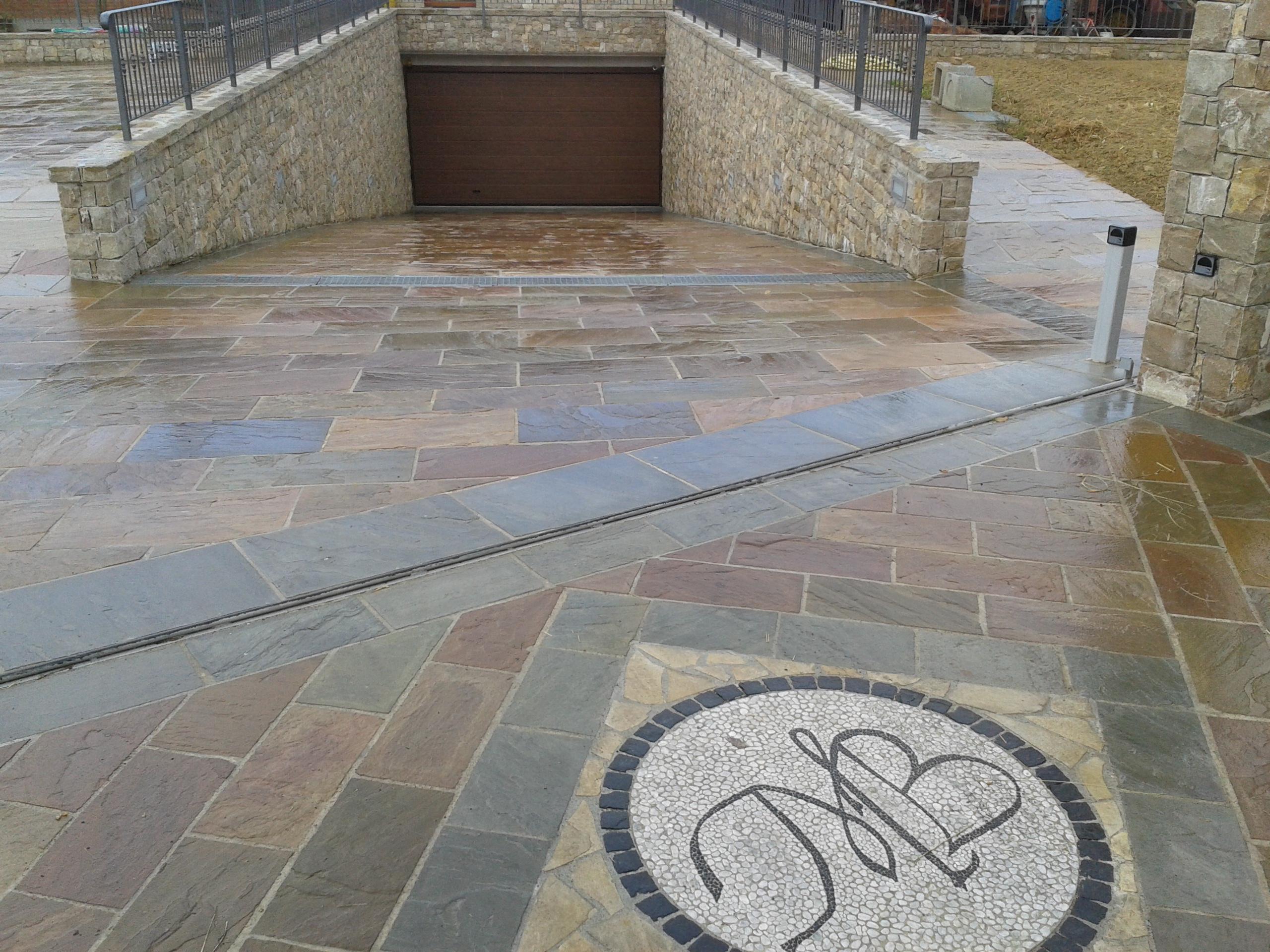 Pavimenti pietra naturale bergamo pietranova for Disegni di case in pietra calcarea