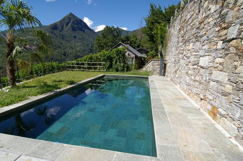 Pulizia manutenzione piscine bergamo pietranova for Piastrelle per interno piscina