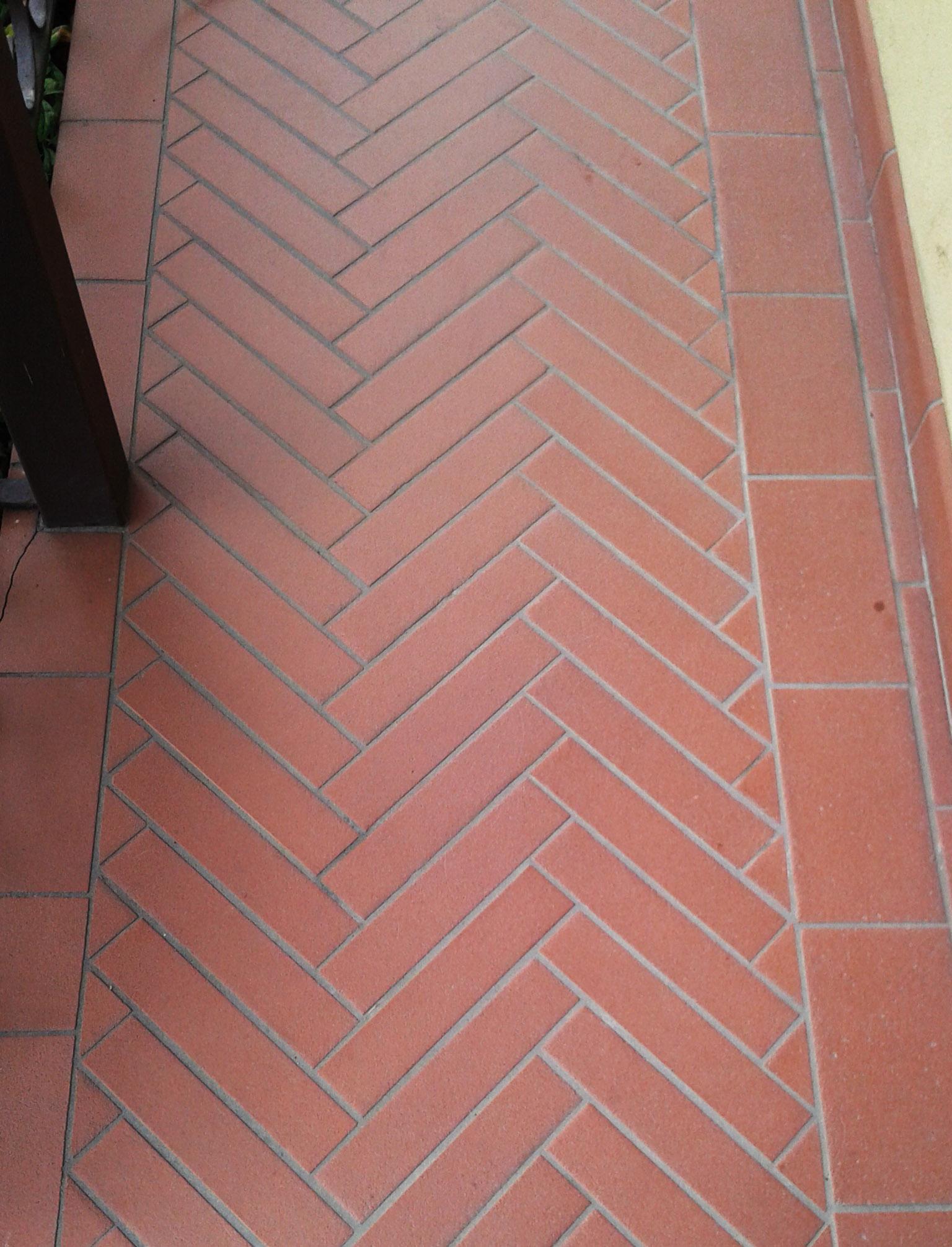 Pulizia pavimenti gres porcellanato Bergamo  Pietranova