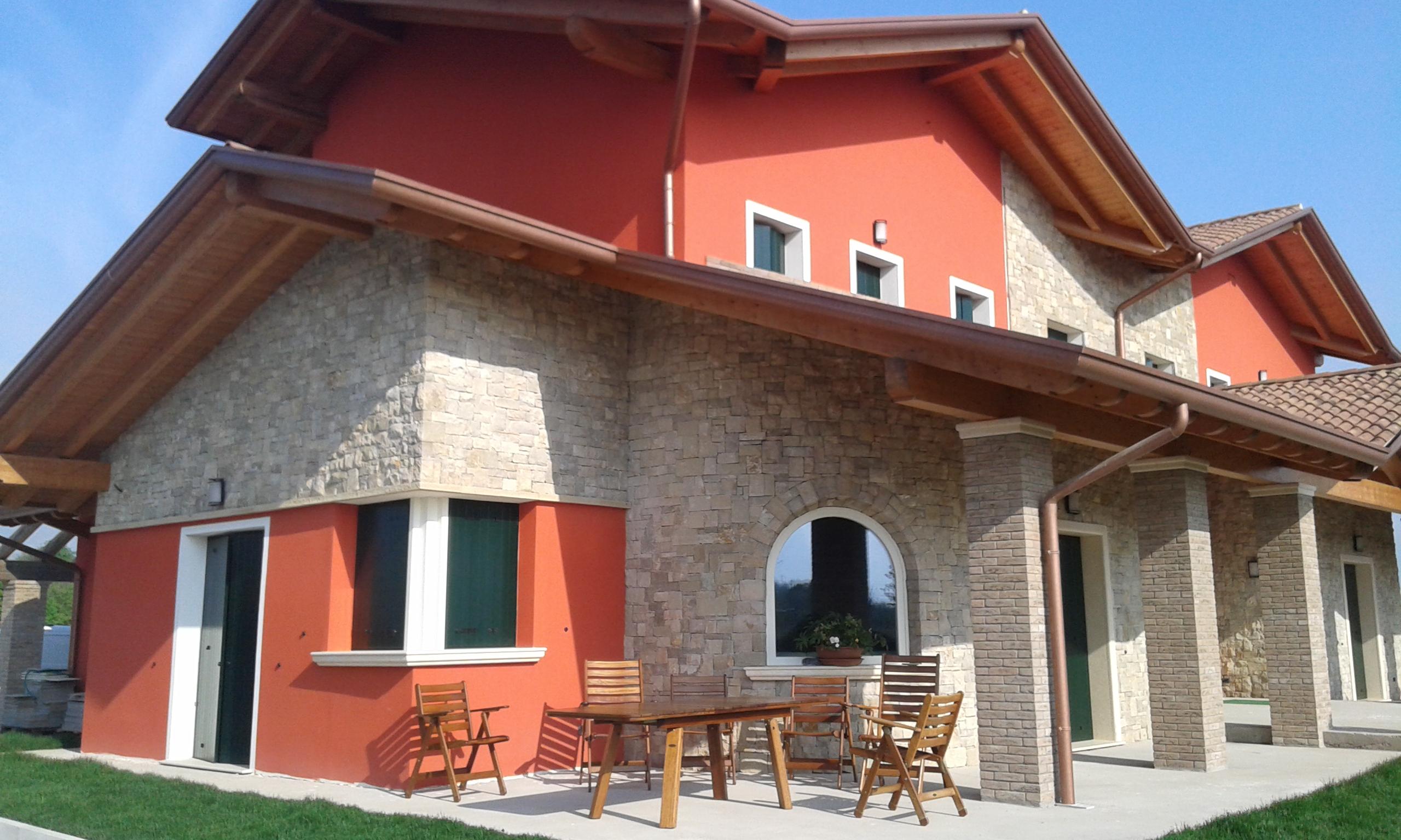 Rivestimenti pietra naturale bergamo pietranova for Piani casa ultra contemporanei