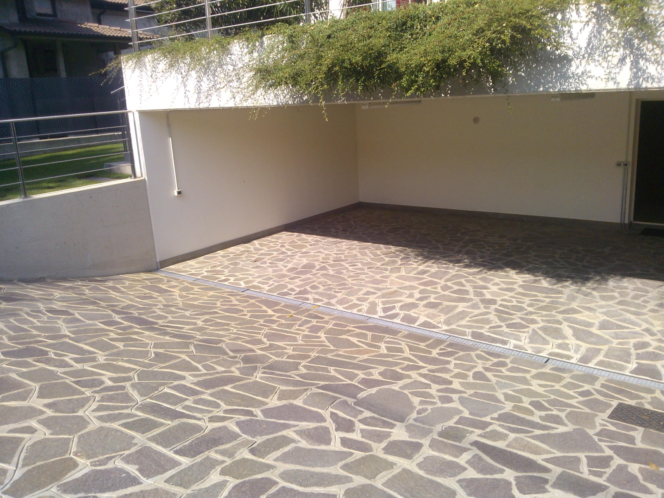 Pavimenti pietra naturale bergamo pietranova - Pietre per esterni ...
