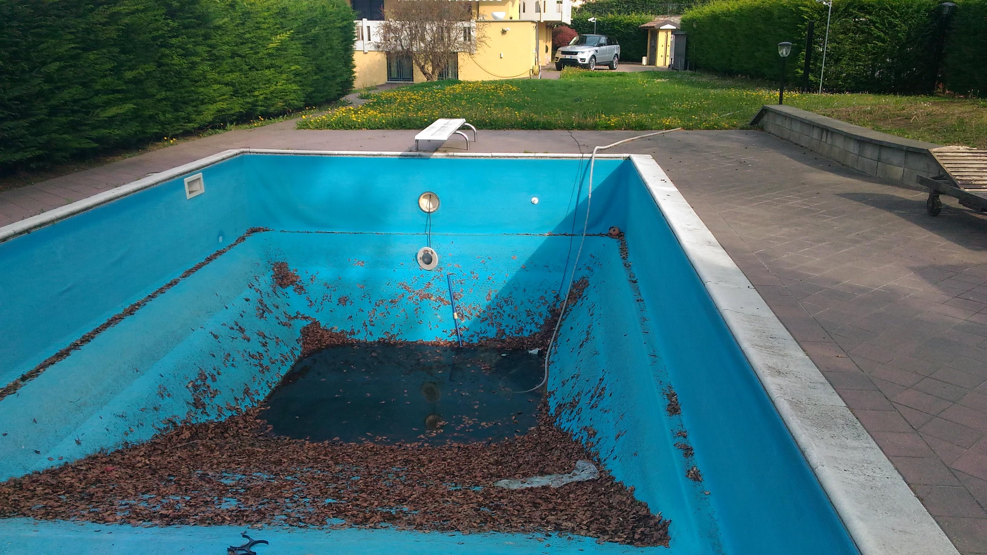 Pulizia manutenzione piscine bergamo pietranova for Pulizia piscina
